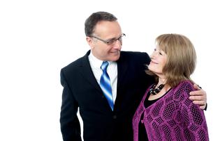 Adorable senior couple posingの写真素材 [FYI00746354]