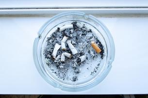 Dirty ashtrayの写真素材 [FYI00746485]