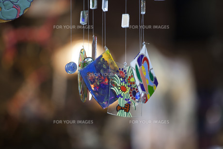 Colorful glass wind chime hangingの写真素材 [FYI00746839]