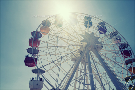 Ferris wheel over blue skyの写真素材 [FYI00746843]