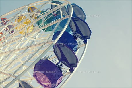Ferris wheel over blue skyの写真素材 [FYI00746846]