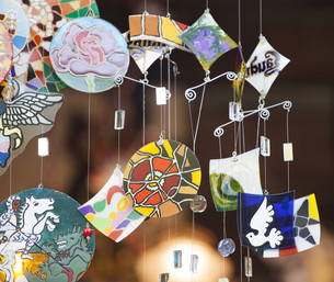 Colorful glass wind chime hangingの写真素材 [FYI00746852]