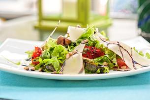 grilled vegetables saladの写真素材 [FYI00747077]
