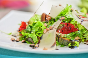 grilled vegetables saladの写真素材 [FYI00747084]
