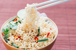 noodle with pepers spice in bowl asia culture foodの写真素材 [FYI00747553]