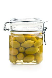 pickled green olives in jarの写真素材 [FYI00747658]