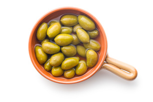 green olives in bowlの写真素材 [FYI00747693]