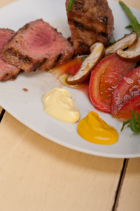 beef filet mignon grilled with vegetablesの写真素材 [FYI00748021]