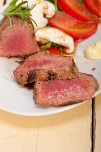 beef filet mignon grilled with vegetablesの写真素材 [FYI00748028]