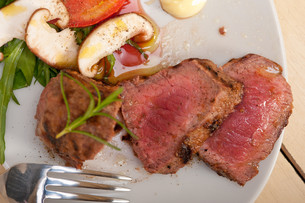 beef filet mignon grilled with vegetablesの写真素材 [FYI00748031]