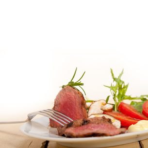 beef filet mignon grilled with vegetablesの写真素材 [FYI00748036]