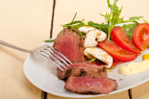 beef filet mignon grilled with vegetablesの写真素材 [FYI00748039]