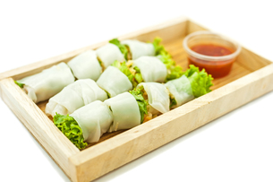 Rice paper wrapped vegetable with vermicelli noodlesの写真素材 [FYI00748121]