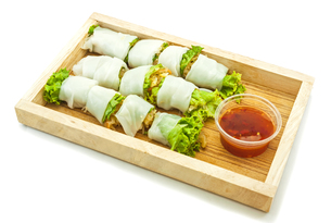 Rice paper wrapped vegetable with vermicelli noodlesの写真素材 [FYI00748128]