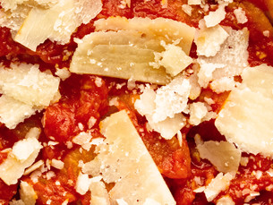 pizza tomato sauce and cheese topping food backgroundの写真素材 [FYI00748434]