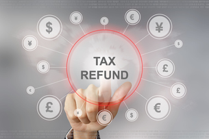 business hand pushing tax refund buttonの写真素材 [FYI00748440]