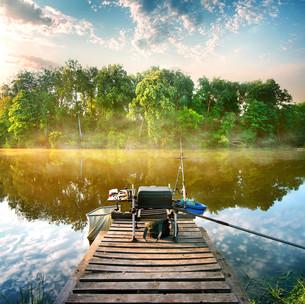 Fishing on pondの写真素材 [FYI00748472]