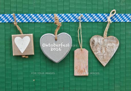tiny hearts on greenの素材 [FYI00748533]
