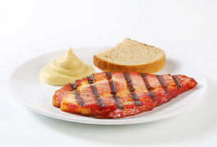 Grilled pork with bread and mustardの写真素材 [FYI00748787]