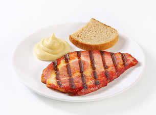 Grilled pork with bread and mustardの写真素材 [FYI00748793]
