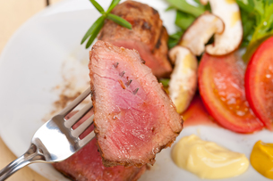 beef filet mignon grilled with vegetablesの写真素材 [FYI00748931]