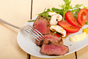 beef filet mignon grilled with vegetablesの写真素材 [FYI00748934]