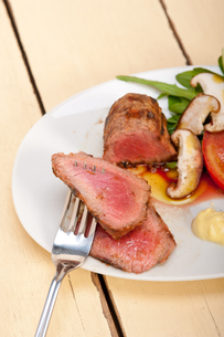beef filet mignon grilled with vegetablesの写真素材 [FYI00748938]