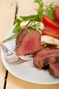 beef filet mignon grilled with vegetablesの写真素材 [FYI00748946]
