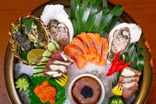 fresh sushi choice combination assortment selectionの写真素材 [FYI00748959]