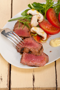 beef filet mignon grilled with vegetablesの写真素材 [FYI00749366]