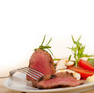beef filet mignon grilled with vegetablesの写真素材 [FYI00749377]