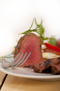 beef filet mignon grilled with vegetablesの写真素材 [FYI00749380]