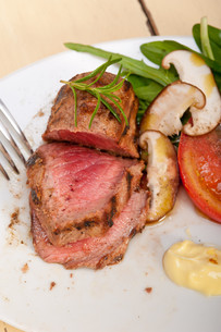 beef filet mignon grilled with vegetablesの写真素材 [FYI00749381]