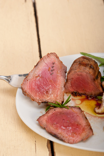 beef filet mignon grilled with vegetablesの写真素材 [FYI00749382]