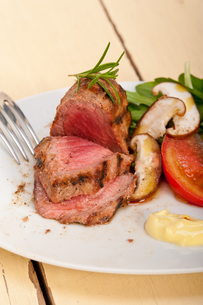 beef filet mignon grilled with vegetablesの写真素材 [FYI00749392]