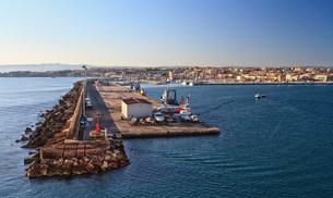 Sardinia - harbor in Porto Torresの写真素材 [FYI00749413]