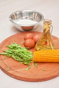 Ingredients for corn pancakesの写真素材 [FYI00749622]