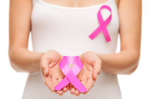 Woman with breast cancer awareness ribbonの写真素材 [FYI00749789]