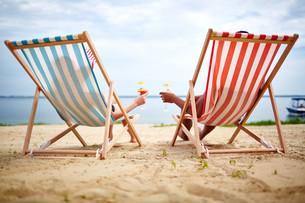 Sunbathers toastingの写真素材 [FYI00749832]