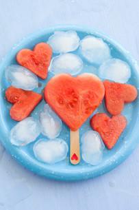 watermelon in heart shapeの写真素材 [FYI00750154]