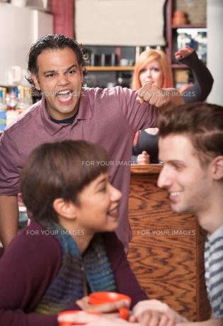 Hostile Man and Loving Coupleの素材 [FYI00750222]