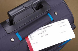 airline baggage receipt and travel suitcaseの写真素材 [FYI00750236]