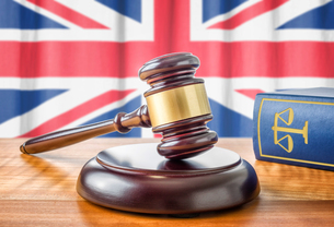 gavel and law book - great britainの写真素材 [FYI00750643]