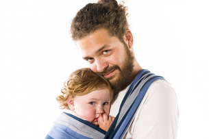 father with baby carrierの写真素材 [FYI00750704]