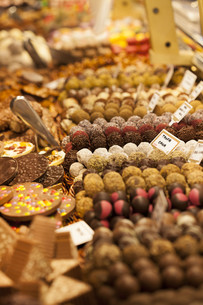 Assorted sweets on the marketの写真素材 [FYI00751101]