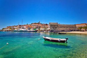 Town of Primosten turquoise waterfront viewの写真素材 [FYI00751102]