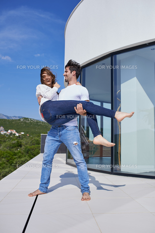 happy young romantic couple have fun arelax  relax at homeの写真素材 [FYI00751321]