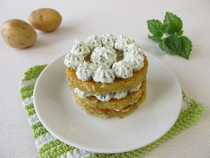potato tart with herb cream cheeseの素材 [FYI00751392]
