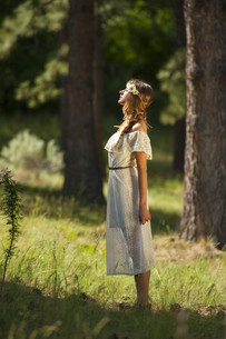 Pretty Young Boho Woman Standing in Forestの写真素材 [FYI00751492]