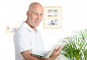 portrait of a middle-aged man in his officeの写真素材 [FYI00751548]